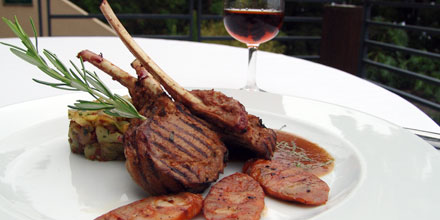 Lamb chops in jus perfumed with mint